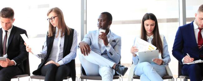 ۱۱ اشتباه زبان بدن در مصاحبه شغلی که شما را غیرقابل اعتماد جلوه می دهند