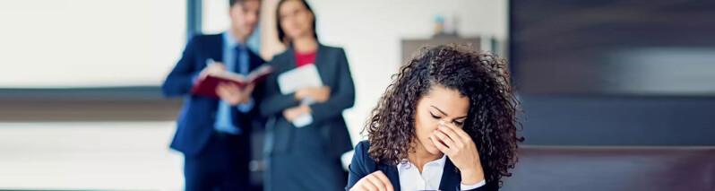 رفتارهای غلط در محیط کار: ۷ رفتار که احترام شما را از بین می برد