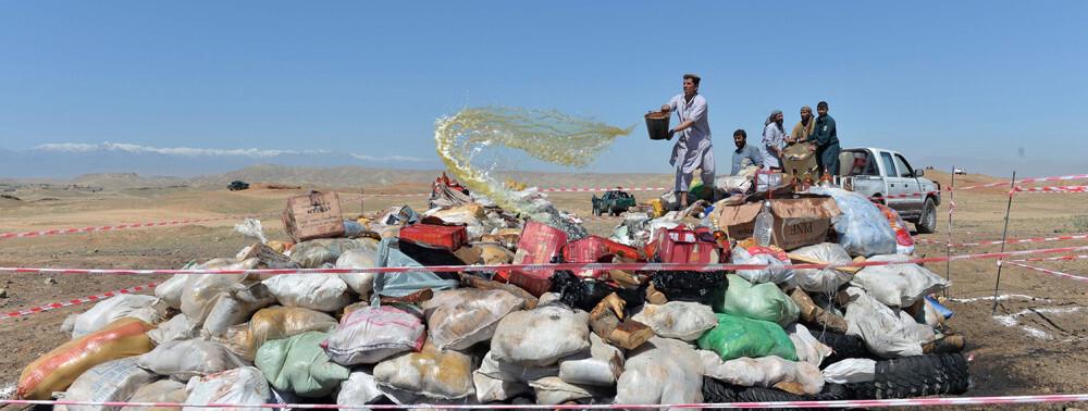 طالبان، به گونهای افسارگسیخه به تجارت غیرقانونی مشغولند