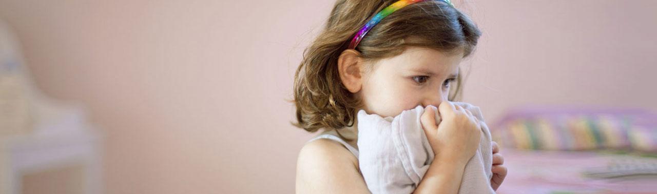 ۱۰ نشانه اضطراب در کودکان که غالب والدین نمیبینند