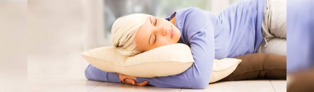 ۷ برترین فواید خوابیدن روی زمین برای سلامتی که نمی دانستید