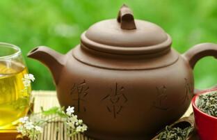چگونه به صورت طبیعی از دست چربیهای شکم خلاص شویم: ۵ چای گیاهی و دمنوش لاغری شکم